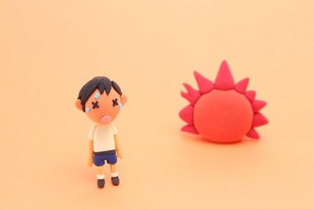 暑がる子供の画像