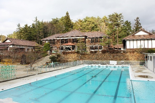 学校のプールの画像