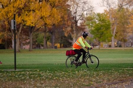 サイクリングをする様子