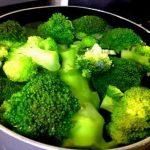 栄養を逃がさないブロッコリーの茹で方は鍋かレンジかフライパン?